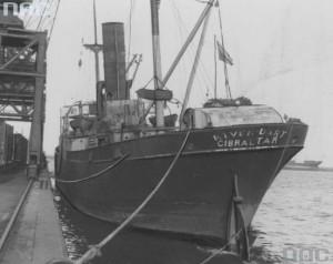 1021500-SS-Wigry-jeszcze-jako-brytyjski-River-Dart-przy-nabrzezu-portu-w-Gdyni